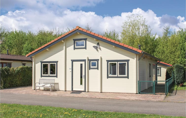 Holiday cottage with 2 bedrooms on 90m² in Sint-Annaland