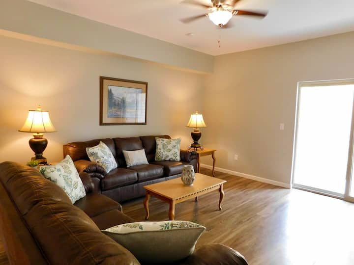 SPACIOUS & CLEAN 2 King Condo, Mins from Dollywood