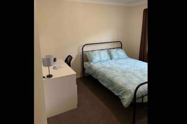 Room in Leafy Yeronga Townhouse