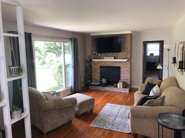 Comfortable, clean, convenient location!