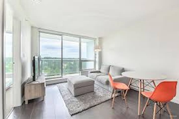 Downtown Surrey Central Luxury High Rise Condo