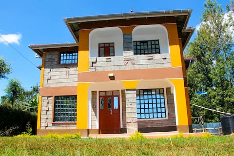 5BR (4EN-SUITE) with 1king & 4Queen beds in Kitale