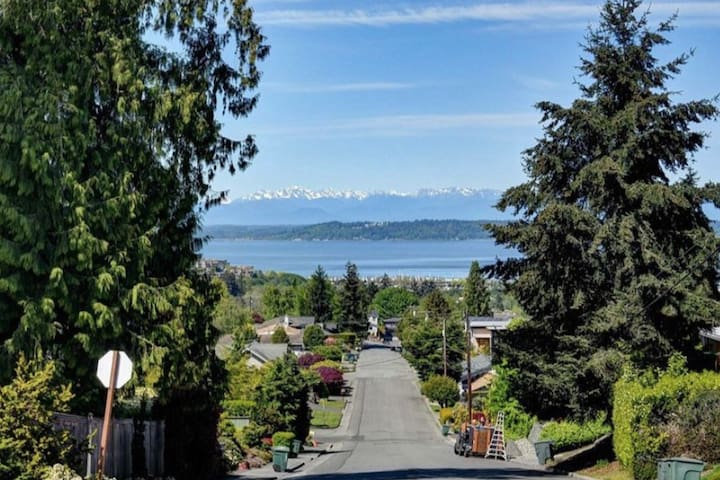 Private Suite in Edmonds Bowl with 360 Sound View