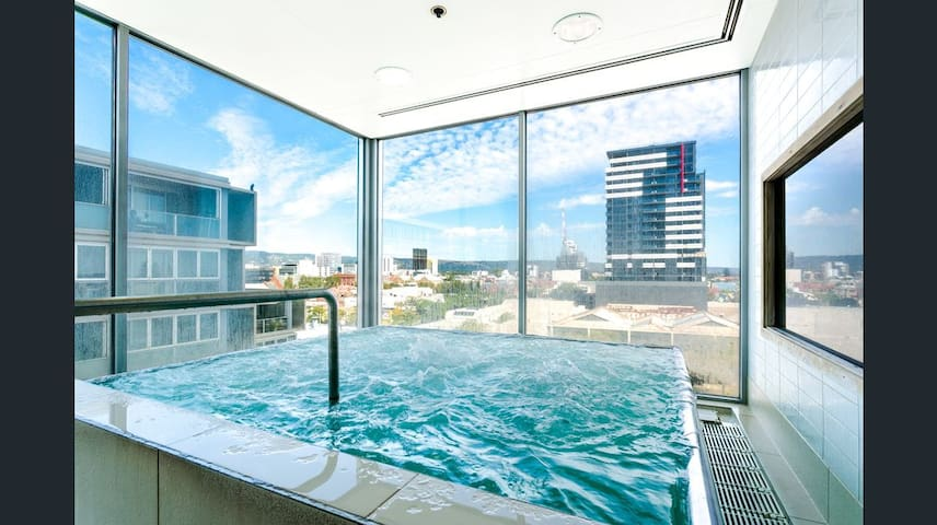 5 star Lux Adelaide City Pad◈Heated Pool◈Spa◈Sauna