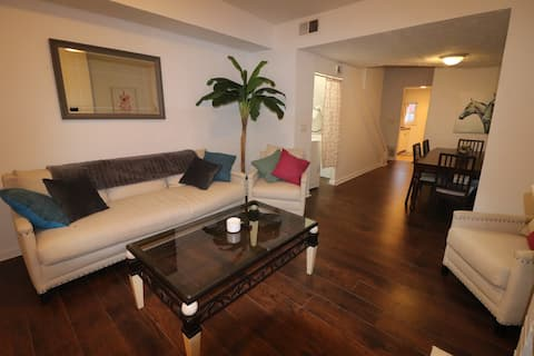 2 BR Apt -> King Bed, Walk Wex Med Ctr, Short Nrth