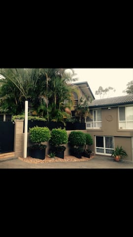 Self contained 1 bedroom unit - Merrimac - Flat
