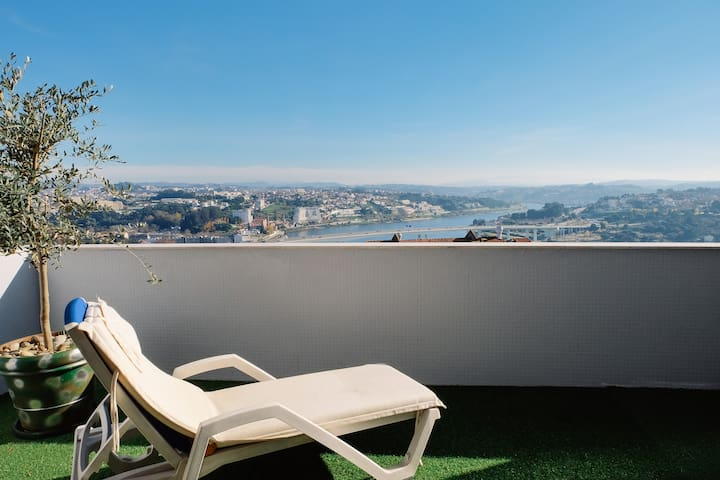 Terrace and stunning views of the Douro River - Porto