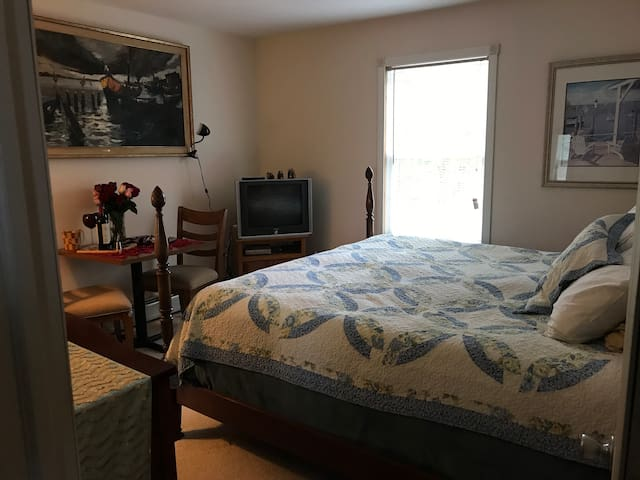 King bedroom close to Lake and Adirondacks