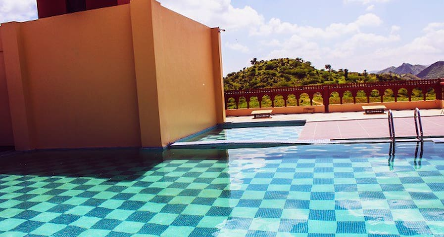 Hotel Charan Kamal : Triple Room