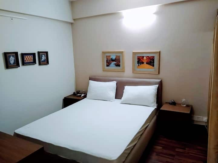 Entire Suites/Studio near IT hub/Expressway/Metro