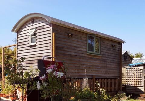 Home from Home Shepherds Hut, Burton Bradstock