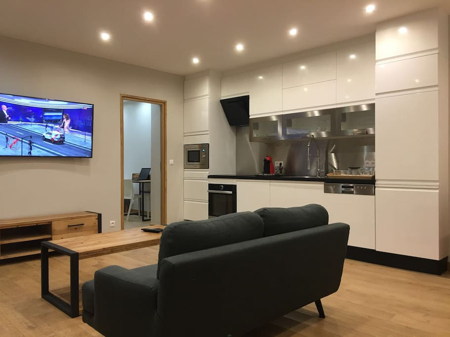 Living Room, Cable TV & Equipped Kitchen