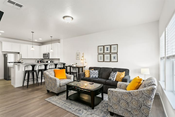 Brand New, Sparkling Clean, Gorgeous Townhome (289)