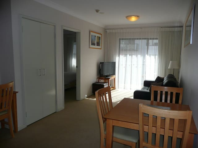 Perfect Location - Perth - Apartamento