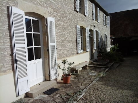 1 or 2 rooms and living room in Burgundian village
