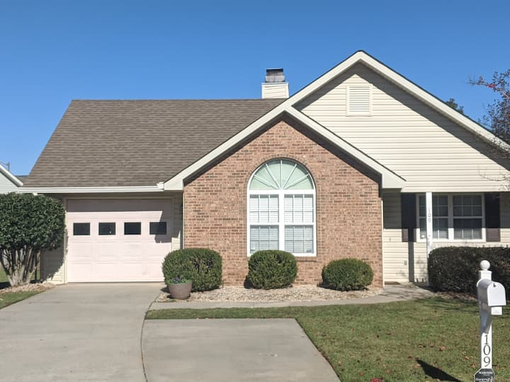 Sweet & Simple/ Minutes from RAFB & Interstate!