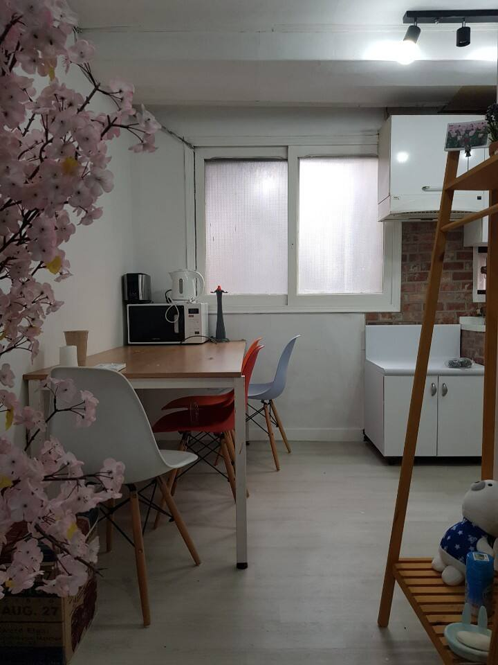 #1 Spacious Private room in the center of Sinchon