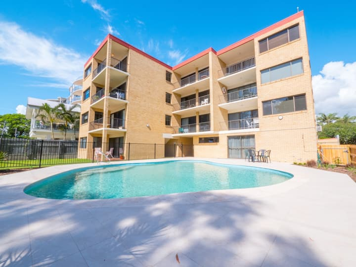 Golden Shores Unit 1, 21 Landsborough Parade