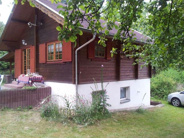 Idyllisch gelegenes Ferienhaus - Freital - Casa