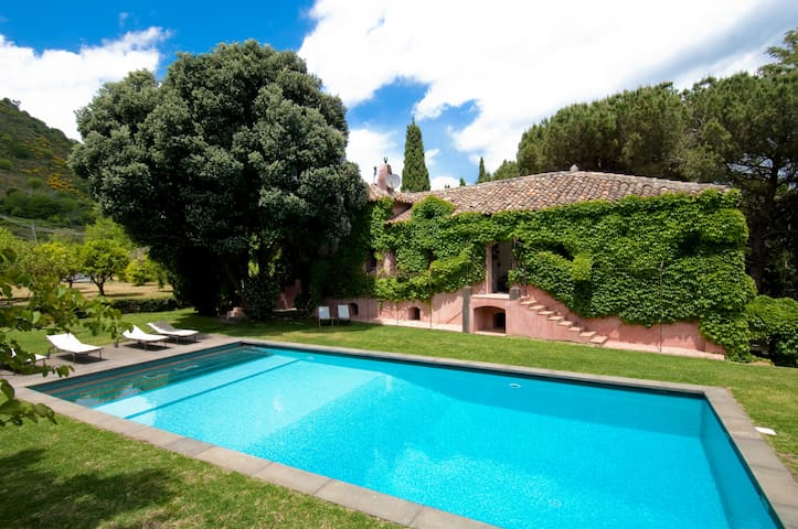Villa with pool and large garden, near mount Etna
