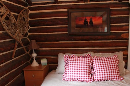 Secluded Cowboy LogCabin on remote Ranch-Loon Lake