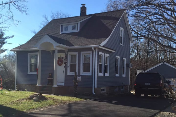 NYC METRO AREA FURNISHED COZY COLONIAL FOR RENT