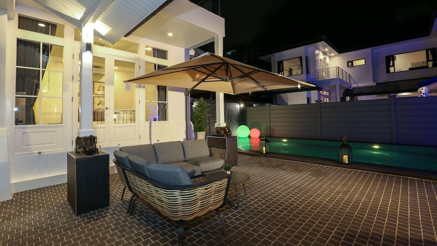 Balinese Modern City Center Pool Villa