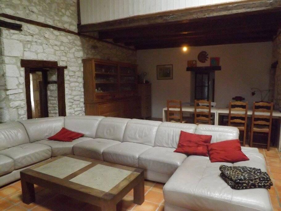 plusieurs famille f te d 39 anniversaire group maisons louer anth nouvelle aquitaine. Black Bedroom Furniture Sets. Home Design Ideas