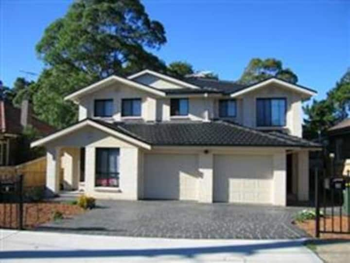 Near Macquarie Uni, Cozy and Clean Home - Eastwood