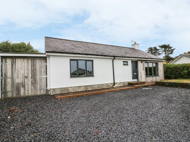 DOLDEG, pet friendly, with open fire in Criccieth, Ref 986463