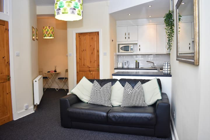 Cosy 1BR by the canal, 10 mins to Grassmarket.