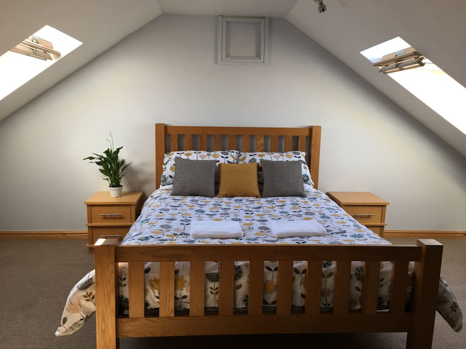 Bed 1 - Light and spacious