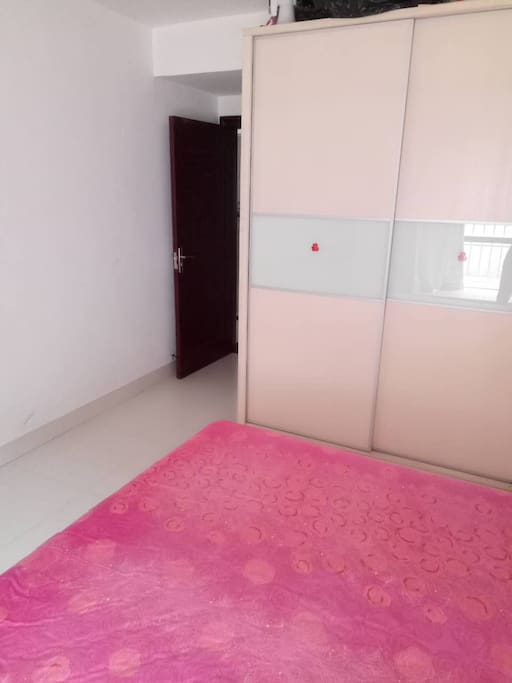 大床独立卫生间(1.8米床)