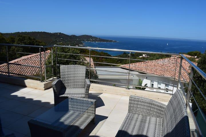 Maison à Pozzaccio avec magnifique vue sur mer
