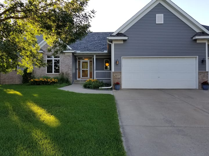 Amazing 4-BR House Near TPC and 3M Open - Hot Tub!