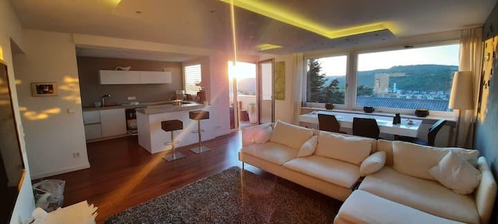 Zentrale 4 Luxuswohnung mit Sauna und Traumblick