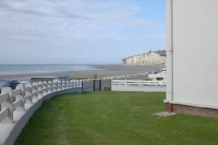 Vues sur mer et campagne normande à petit prix - Apartmen
