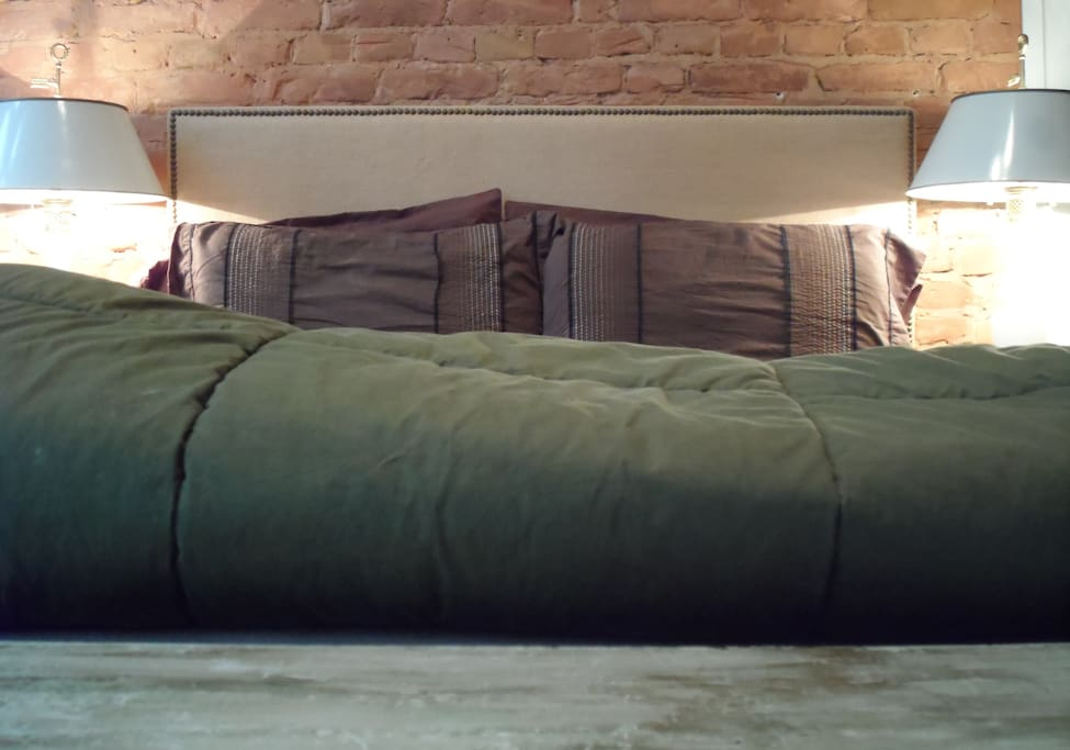 Arthaus has many features seldom found in Berlin including exposed brick walls and an American full sized bed.