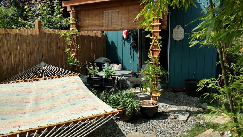Tiny House Oasis Bothell - short & long-term avail