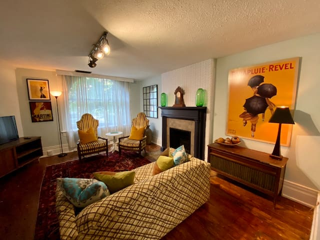 Spacious Victorian One Bedroom Apartment