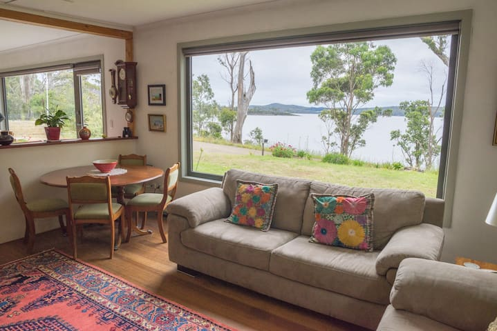 1 BR in waterfront holiday home
