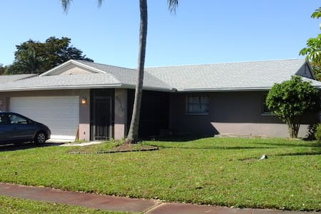 Entire house - Close to everything - Fort Myers