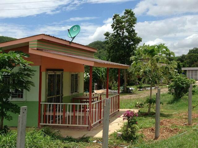 บ้านพักริมเขา Nature/tranquil/relax - Tambon Muak Lek - Casa