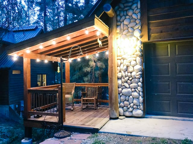 Tall Pines Mountain Cottage with Golf & Winter Fun