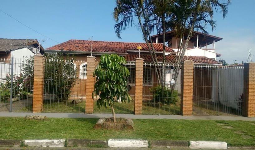 Casa c/piscina 2 quadras da praia - Caraguatatuba - Talo