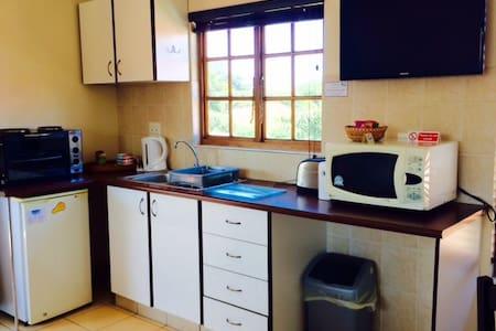 Splash Inn B&B room 7 - Durban North - Bed & Breakfast