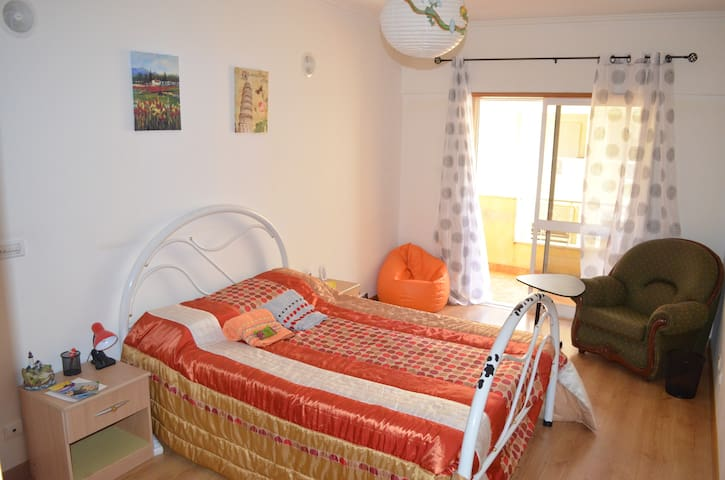 Private Room with Balcony (Sintra) - Algueirão-Mem Martins - Apartemen