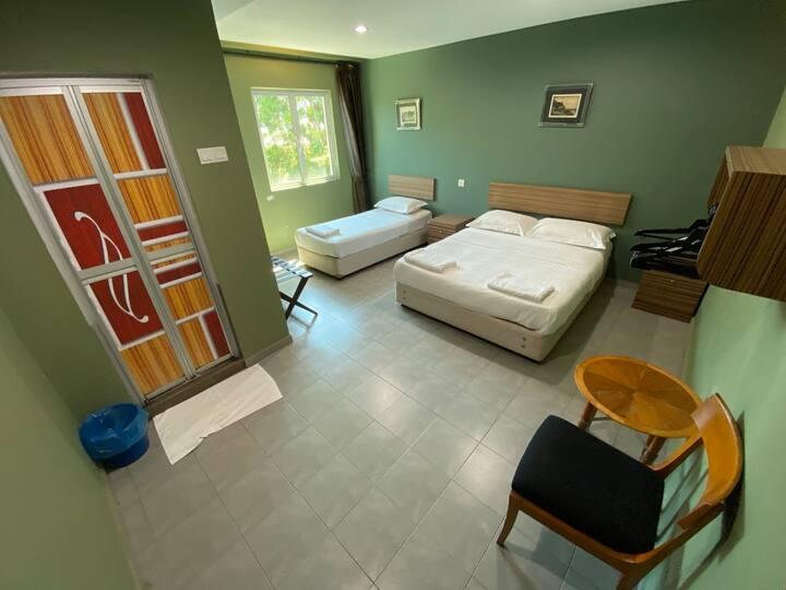 Lovely Deluxe Triple Room at De Mawardah Hotel