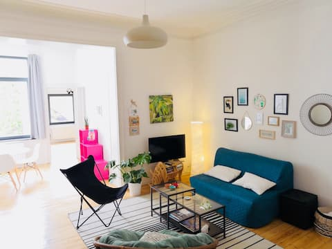 ´Urban jungle' modern flat for 4 in historic house