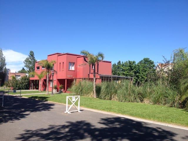 En Acacias Blancas, para disfrutar en familia - Ingeniero Maschwitz - Haus